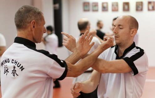 Aanval en Verdediging worden in Wing Chun tegelijk uitgevoerd.